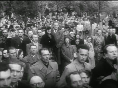 vídeos de stock e filmes b-roll de solemn faces of crowd gathered for funeral / hungarian uprising - 1956