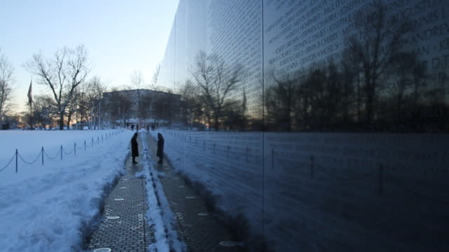 solitary person stands before the vietnam memorial. - vietnam veterans memorial video stock e b–roll