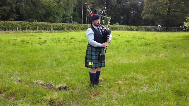 solo piper practices before competing at inveraray highland games on july 16, 2019 in inverarary, scotland.the games celebrate scottish culture and... - scottish culture bildbanksvideor och videomaterial från bakom kulisserna