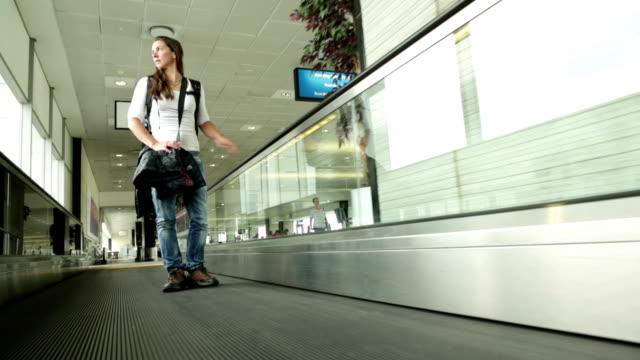 Solo Frau Reisenden an Airport