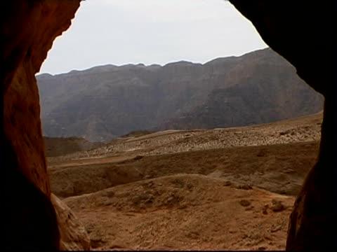 solomon pillars, timna park, israel - parete rocciosa video stock e b–roll