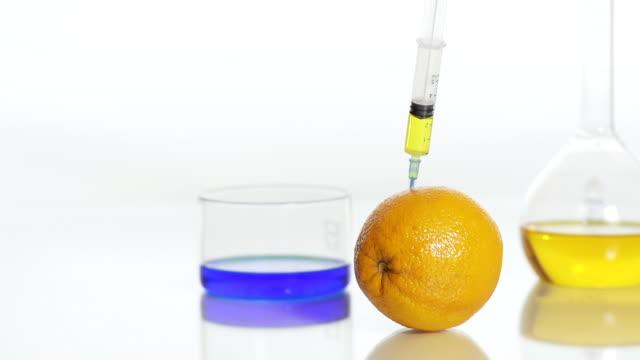 HD DOLLY: GM Lösung Stabbing eine Orange