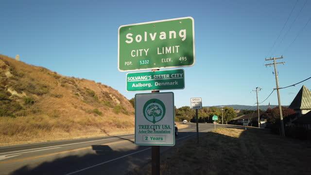 ソルバングシティリミットサイン - サンタイネス点の映像素材/bロール