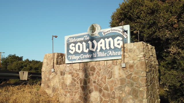 ソルバング ウェルカム サイン - サンタイネス点の映像素材/bロール