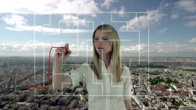 vídeos de stock, filmes e b-roll de solução de problema - labirinto