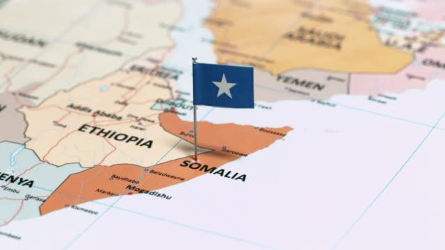 vídeos de stock e filmes b-roll de somalia with national flag - etiópia ouro