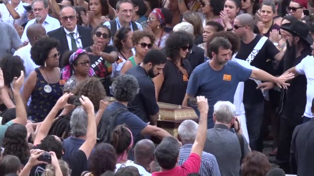 some 1000 brazilians stood under the tropical sun outside rio de janeiro city hall to greet the coffin of councilwoman marielle franco who was... - coffin stock videos & royalty-free footage