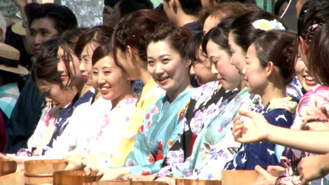 Some 1200 young women clad in yukata a casual version of Japan's kimono traditional female wear sprinkled water together with ladles in the middle of...