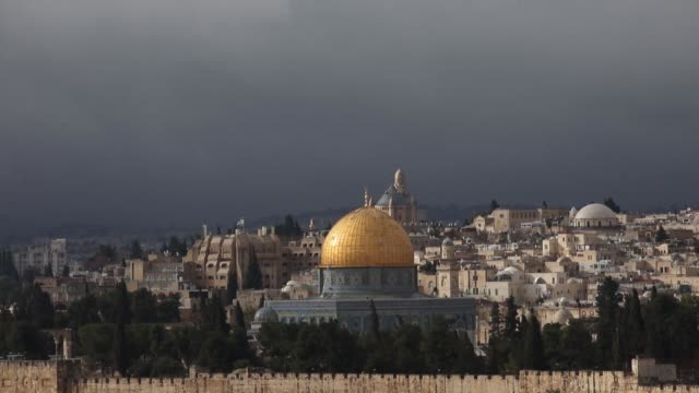 Some 20000 Palestinian Muslims prayed at Jerusalem's AlAqsa Mosque on January 19 2018 despite inclement weather that caused several road accidents in...