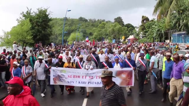 vídeos y material grabado en eventos de stock de some 3,000 people take to the streets of mamoudzou in the french territory mayotte to denounce degraded security conditions - territorios franceses de ultramar