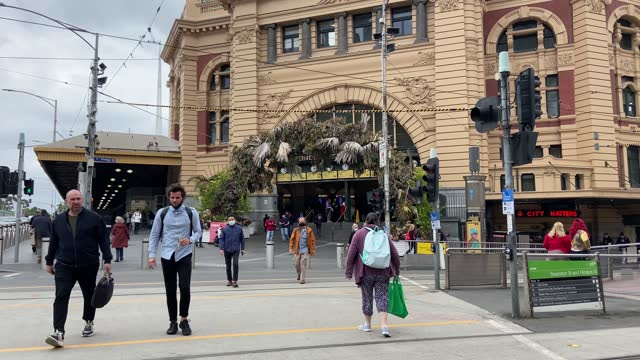 some people are seen crossing flinders street without wearing face masks on november 23, 2020 in melbourne, australia. covid-19 restrictions have... - pedestrian stock videos & royalty-free footage