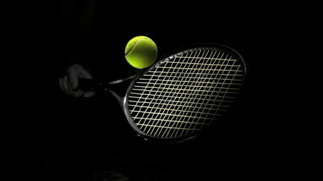 vídeos de stock e filmes b-roll de someone hitting tennis ball with racket - raqueta