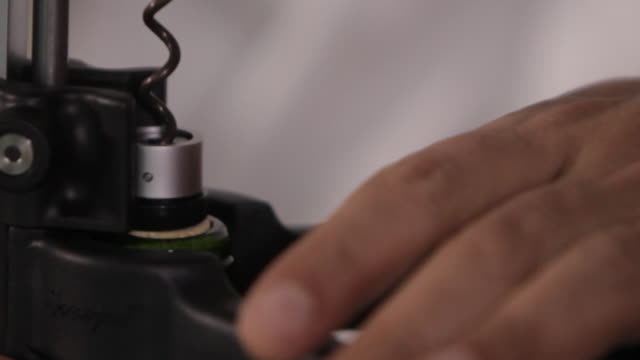 vídeos de stock, filmes e b-roll de someone opens a bottle of wine with a corkscrew - sacarrolha