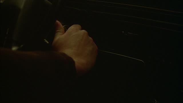 vídeos de stock, filmes e b-roll de someone turns the ignition in a car and shifts gears. - ignição