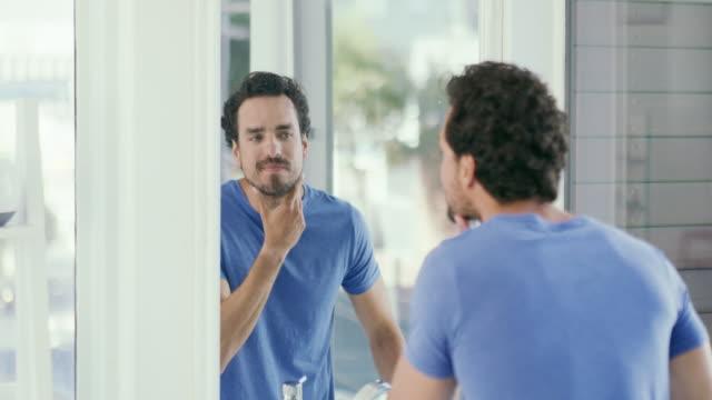 今日の誰かの自信 - お手洗い点の映像素材/bロール