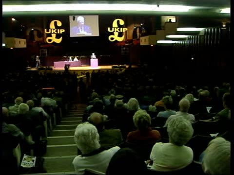 somerset: bristol: int ukip party conference robert kilroy-silk mep speaking at podium kilroy-silk along - ロバート・キルロイ=シルク点の映像素材/bロール