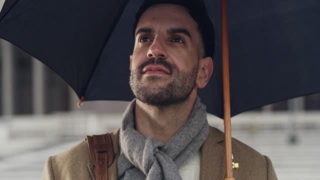 vídeos de stock e filmes b-roll de sometimes' life just calls for an umbrella - chapéu