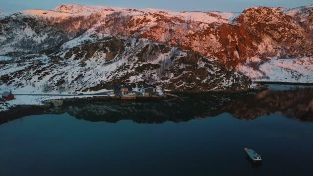 sommarøy öar i troms fylke i den norska norra sidan - norge - kustlinje bildbanksvideor och videomaterial från bakom kulisserna
