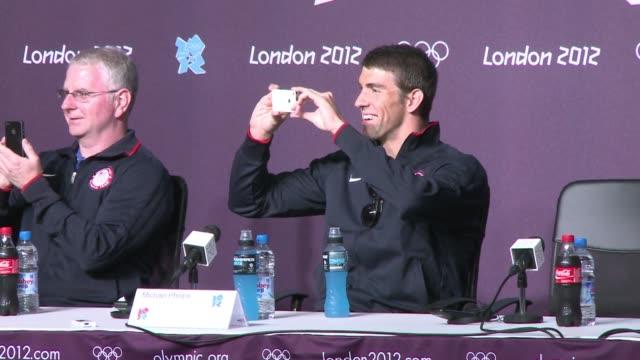 son las ultimas olimpiadas de la estrella de la natacion michael phelps london united kingdom - hombres stock videos & royalty-free footage