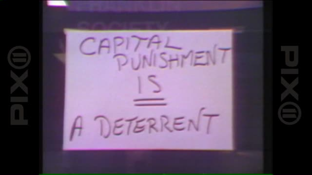 report son of sam david berkowitz arrested on august 14 1977 in new york city - todesstrafe stock-videos und b-roll-filmmaterial