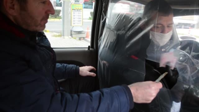vídeos y material grabado en eventos de stock de soner banali, a taxi driver in kirklareli, in northwestern turkey, has taken his own precautions in the fight against the spread of coronavirus by... - taxista