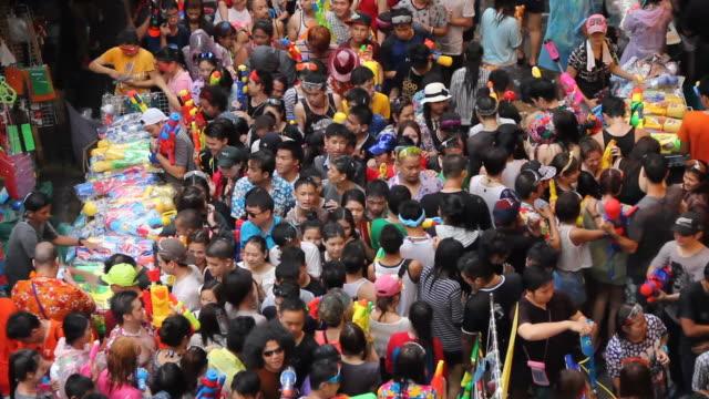 ソンクラーン祭り(タイ正月) - 水鉄砲点の映像素材/bロール