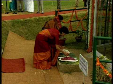 sonia and priyanka ghandi pay their respects to the late rajiv ghandi at the spot where he was assassinated - assassination stock videos & royalty-free footage