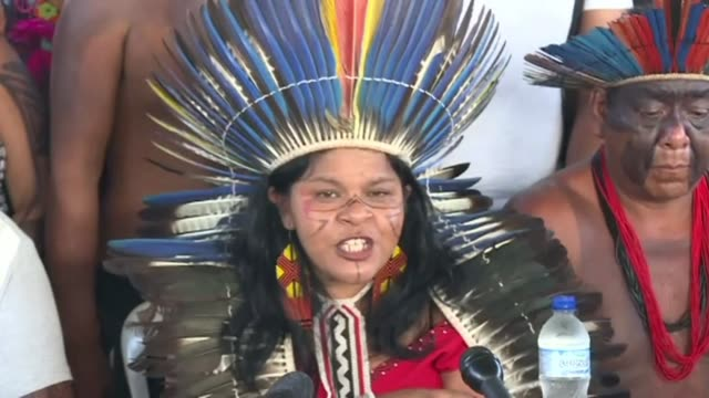 vídeos de stock, filmes e b-roll de sonia guajajara brazil's indigenous people articulation executive coordinator says that they will resist because they have been resisting for five... - manifestante