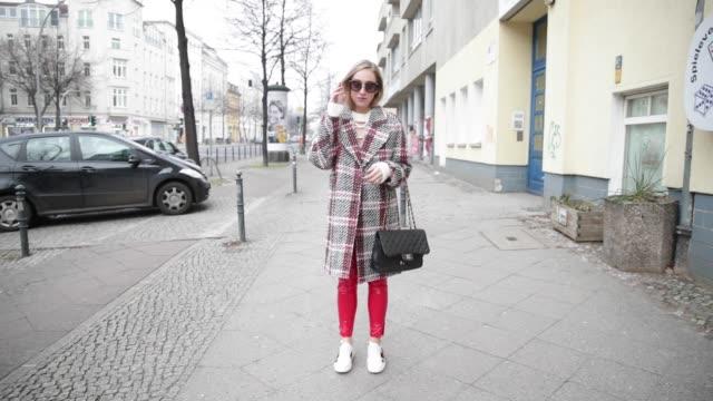 vidéos et rushes de sonia lyson is wearing a checked carven coat miu miu sunglasses black chanel bag gucci sneaker red topshop pvc pants ivy revel knit on january 17... - sac