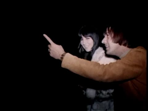stockvideo's en b-roll-footage met sonny and cher - hollywood haunted house sonny bono and cher visit a haunted house in hollywood. - graaf dracula