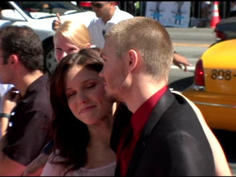 vídeos de stock, filmes e b-roll de sophia bush and chad michael murray at the 'a cinderella story' world premiere arrivals at grauman's chinese theatre in hollywood california on july... - sophia bush