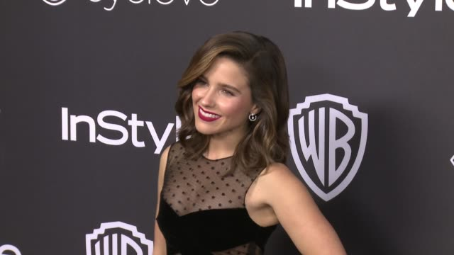vídeos de stock, filmes e b-roll de sophia bush at 18th annual instyle and warner bros pictures golden globes afterparty at the beverly hilton hotel on january 08 2017 in beverly hills... - sophia bush