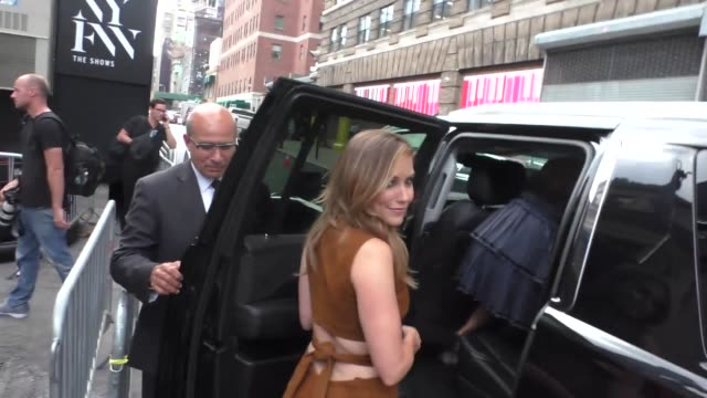 vídeos de stock, filmes e b-roll de sophia bush at moynihan station in new york at celebrity sightings in new york on september 09 2016 in new york city - sophia bush