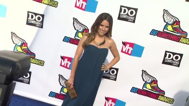vídeos de stock, filmes e b-roll de sophia bush at the 2011 vh1 do something awards at hollywood ca - sophia bush