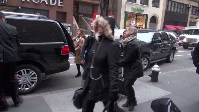 vídeos de stock, filmes e b-roll de sophia bush at the today show poses for photos with fans in celebrity sightings in new york - sophia bush