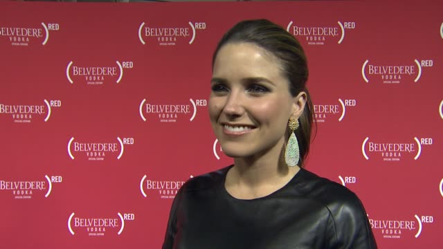 vídeos de stock, filmes e b-roll de sophia bush on why she wanted to come support red being a mary j blige fan what songs she's hoping to hear if there is anyone she is routing for at... - sophia bush