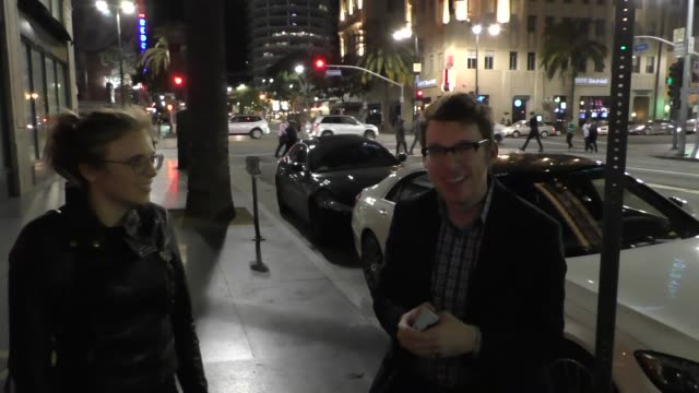 sophie clarke and john cochran dish on 'survivor' outside katsuya hollywood at celebrity sightings in los angeles on april 16, 2016 in los angeles,... - ジョニー コクラン点の映像素材/bロール