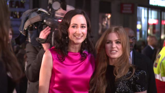 sophie kinsella and isla fisher at the confessions of a shopaholic uk premiere at london . - shopaholic stock-videos und b-roll-filmmaterial