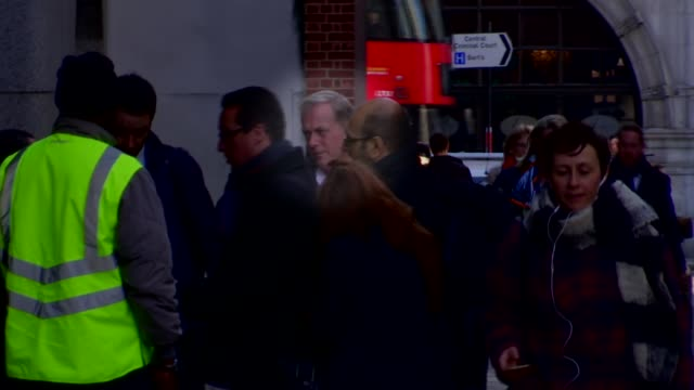 stockvideo's en b-roll-footage met founding member of boyzone gives evidence in trial england london the old bailey mark walton outside court - boyzone