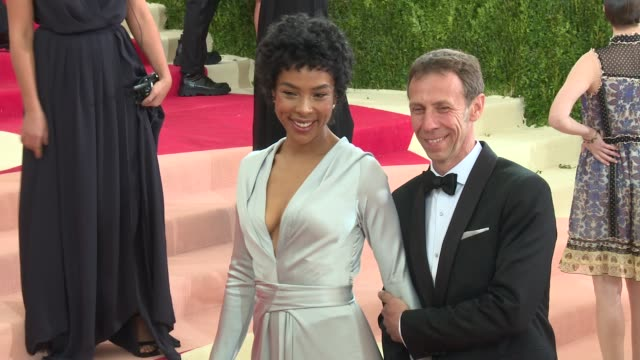 sophie okonedo and guest at manus x machina fashion in an age of technology costume institute benefit gala arrivals at metropolitan museum of art at... - manus x machina: fashion in an age of technology stock videos and b-roll footage