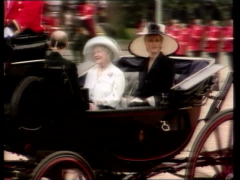 Sophie Rhys Jones Countess of Wessex row over remarks made to reporter London Sophie Wessex along in horse drawn carriage sat next Queen Mother PAN