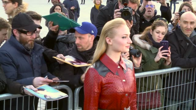 sophie turner arrives at the louis vuitton show as part of the paris fashion week womenswear fall/winter 2018/2019 on march 6, 2018 in paris, france - louis vuitton designer label stock videos & royalty-free footage