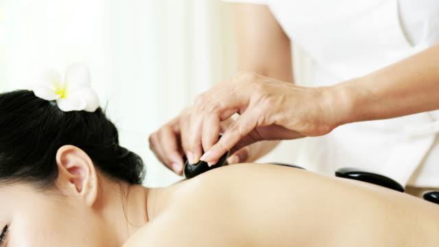 Anspruchsvolle Spa Behandlungen und Massagen für Entspannung.