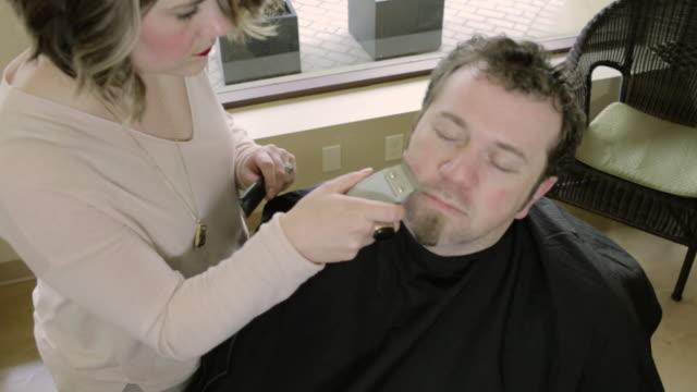 vidéos et rushes de sorenza salon - pilosité faciale