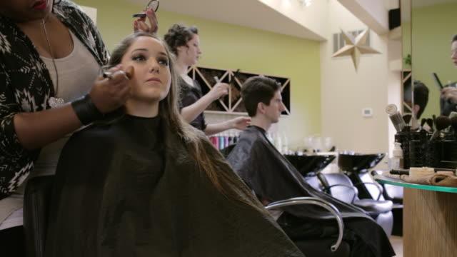 vidéos et rushes de sorenza salon - coiffeur