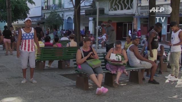 vídeos y material grabado en eventos de stock de sorpresa incertidumbre y pesimismo en la habana los cubanos no saben muy bien que esperar del proximo presidente de estados unidos donald trump cuyas... - ee.uu