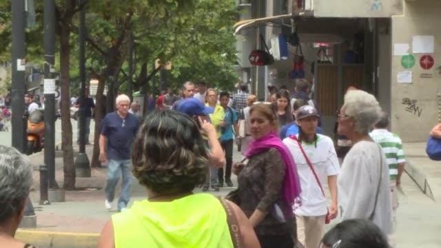 sorpresa tristeza e incertidumbre sentian el lunes muchos opositores en venezuela un dia despues de la eleccion de la polemica asamblea constituyente - tristeza stock videos and b-roll footage