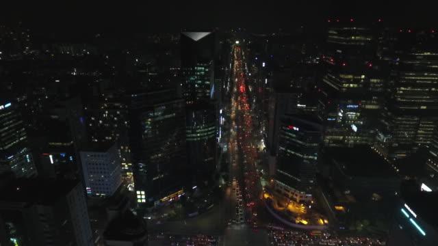 séoul large avenue de nuit vue aérienne - ソウル点の映像素材/bロール