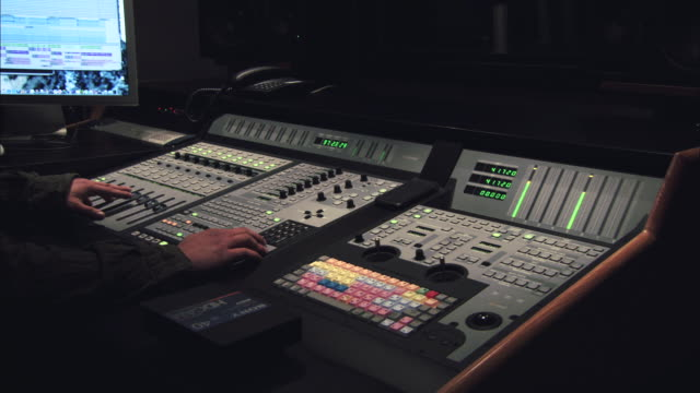 vidéos et rushes de ms sound engineer working on audio mixing console - studio de travail