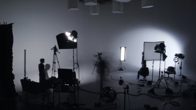 stockvideo's en b-roll-footage met soundstage shoot timelapse - film moving image